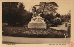 Lyon : une allée au parc de la Tête-d'Or
