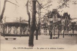 Lyon : La place et le château Lumière