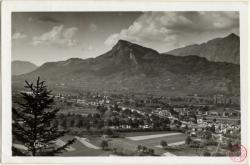 Cluses (Hte-Savoie) : vue générale et pic de Marcelly (2002 m.)