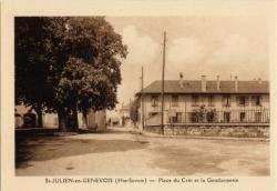St-Julien-en-Genevois (Hte-Savoie) : Place du Crêt et la Gendamerie