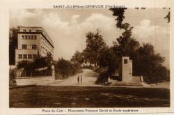 St-Julien-en-Genevois (Hte-Savoie) : Place du Crêt ; Monument Fernand David et Ecole supérieure