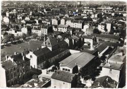 Saint-Fons (Rhône). - En avion au dessus de la Place Durel et les écoles