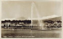 Genève - Le Jet d'eau (hauteur 90 m.) et le Mt Blanc