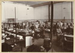 [Usine de fabrication des balances et d'instruments de pesage Duchesne à Villeurbanne (?) : atelier de contrôle]