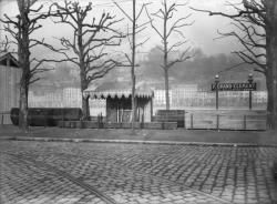 [Foire internationale de Lyon : stand P. Grand-Clément sur les quais du Rhône]
