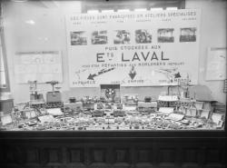 [Foire internationale de Lyon : stands des Etablissements Laval]