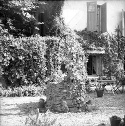 [Jardin, le puits décoratif]