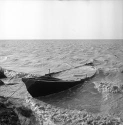 [Une barque qui prend l'eau]