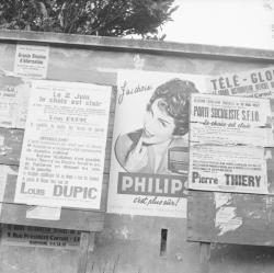 [Superposition d'affiches : J'ai choisi... Edouard Charret, candidat...Parti Socialiste S.F.I.O.]