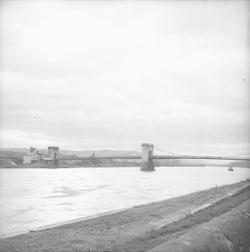 [Pont suspendu de Tournon-sur-Rhône]