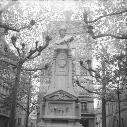 [Monument à Laurent Mourguet]