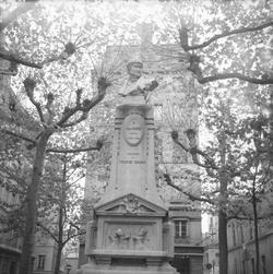 [Monument à Laurent Mourguet]