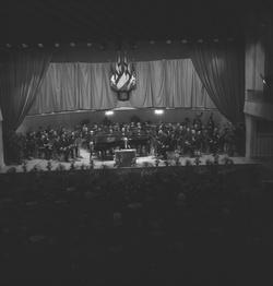 Fédération de la soierie lyonnaise - un ambassadeur à la salle Rameau