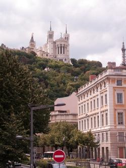 La basilique de Fourvière vue depuis le pont Bonaparte