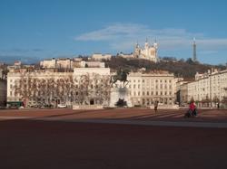 La basilique de Fourvière vue depuis la place Bellecour