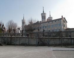 La basilique de Fourvière vue depuis la promenade de la Sarra