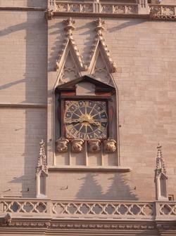 La cathédrale Saint-Jean, l'horloge