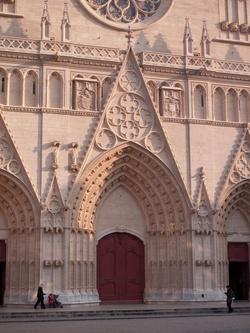 La cathédrale Saint-Jean, le portail central