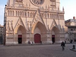 La cathédrale Saint-Jean, les trois portails
