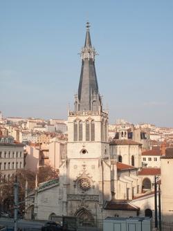 L'église Saint-Paul vue depuis la montée des Carmes-Déchaussés