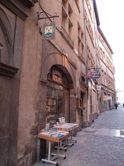 Boutique et enseigne, rue Juiverie