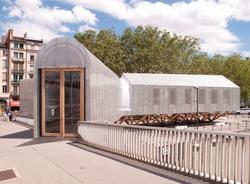 Le pavillon Rives de Saône depuis le pont Alphonse-Juin