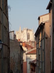 [La cathédrale Saint-Jean depuis la montée du Gourguillon]