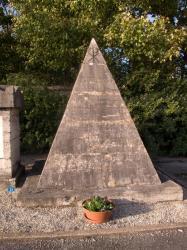 [Cimetière de Loyasse : monument funéraire de J.-E. de Laurencin]