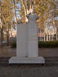 [Monument à la gloire de la cavalerie]
