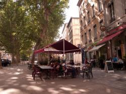 Place Voltaire, terrasse de café
