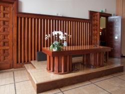 L'Hôtel de ville de Villeurbanne : le bureau de l'officier de l'état-civil dans la salle des mariages