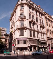 Un immeuble à l'angle de la rue Tourret et de la rue de la Martinière