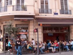 Une terrasse de café Quai de la Pêcherie