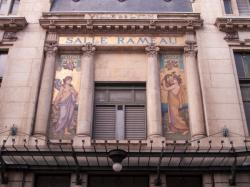 Salle Rameau : fronton aux deux muses (Euterpe et Polymnie)