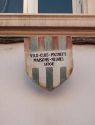 Un immeuble avenue Jean-Jaurès à Villeurbanne, une enseigne
