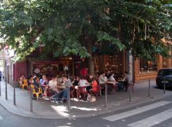Rue de la Platière : la terrasse d'un café