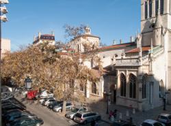 Eglise Saint-Paul et la place Gerson, vues depuis le parking du tramway