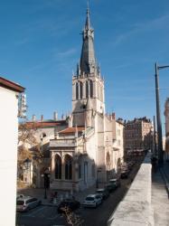 Eglise Saint-Paul, vue depuis le parking du tramway