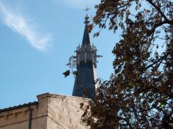 Eglise Saint-Paul : le clocher vu depuis la place Gerson