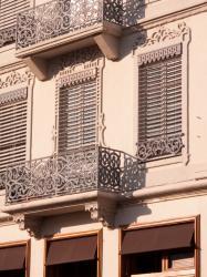 Place Carnot : immeuble, fenêtres et balcon