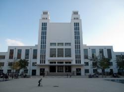 Place Lazare-Goujon : le Théâtre National Populaire (TNP)