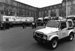 [Départ d'un convoi d'Handicap international pour la Bosnie]