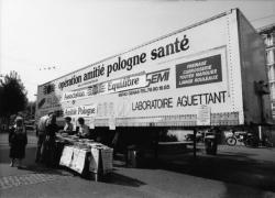 [Vente de lumignons pour la venue du Pape Jean-Paul II à Lyon]