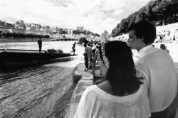 [Commémorations du 14 juillet : pont flottant sur le Rhône]