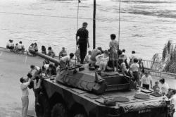 [Commémorations du 14 juillet : présentation de matériel militaire]