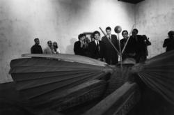 [1re Biennale d'art contemporain de Lyon (1991). Vernissage avec Jack Lang et Michel Noir]