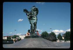 Place Louis Pradel : monument à Louise Labé
