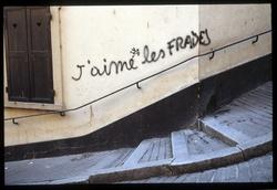 """Graffiti : """"J'aime les fraises"""""""