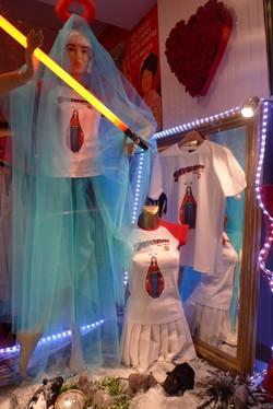 Vitrine : vêtements Supermary