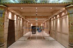 Circuit insolite... 17/42 : L'entrée du casino Le Pharaon
